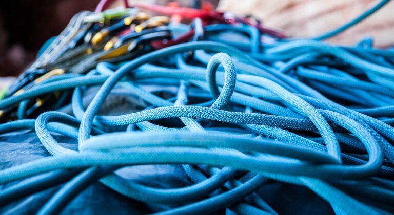 Wyspecjalizowane usługi alpinistyczne – montaże reklam, mycie elewacji